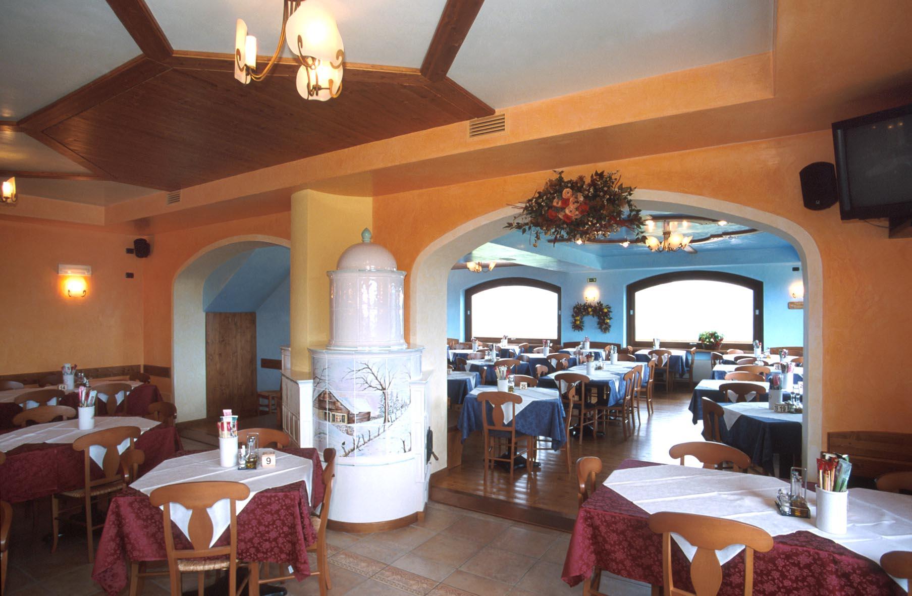 Pizzeria Ristorante Locale con panorama unico sull'Altopiano di Asiago